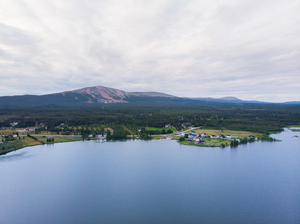 Ylläsjärven kylä ilmakuva