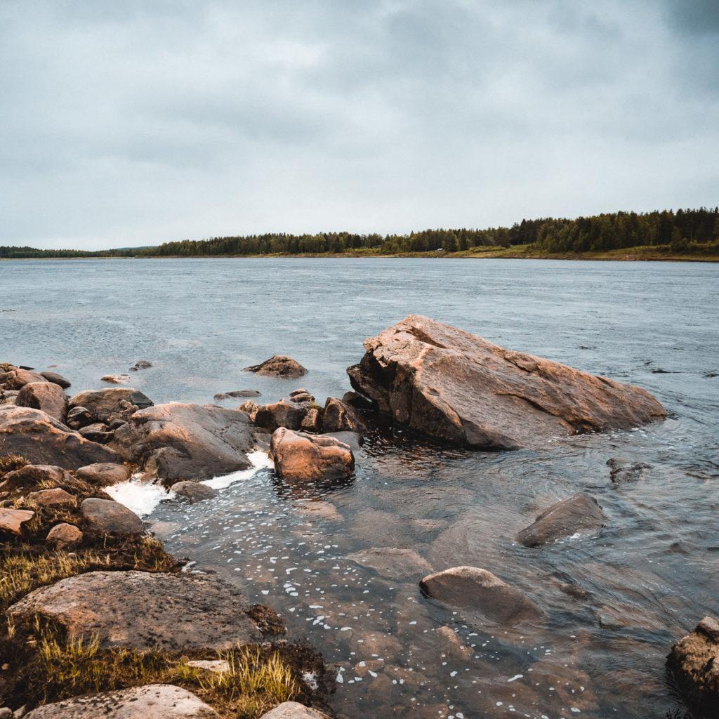 Väylän kivinen ranta